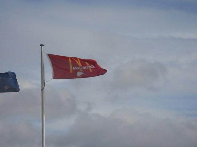 Rotorua, Nova Zelândia. Reparem que é um kiwi na bandeira,