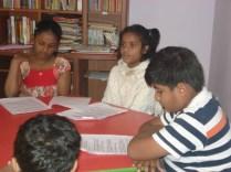 Mili e outros alunos. Fomos assistir a apresentação do trabalho dela