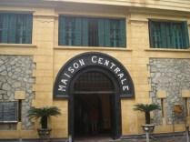 Hoa Lo Prison construída pelos franceses para colocar os prisioneiros políticos. Foi usada na guerra do Vietnã para colocar os soldados americanos capturados. Apelidaram de Hanói Hilton