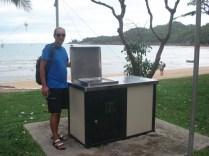 Em todas as praias que passamos eles tem essa churrasqueira elétrica a disposição. Muita gente faz pic nic
