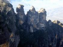 Conta a lenda aborígene que as rochas são três irmãs aprisionadas pelo pai para protegê-las dos seres do mal