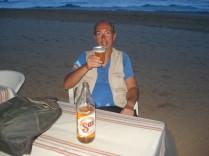 Rápido compramos cerveja para tomar na praia