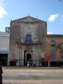 Casa de Montejo que abriga banco e museu